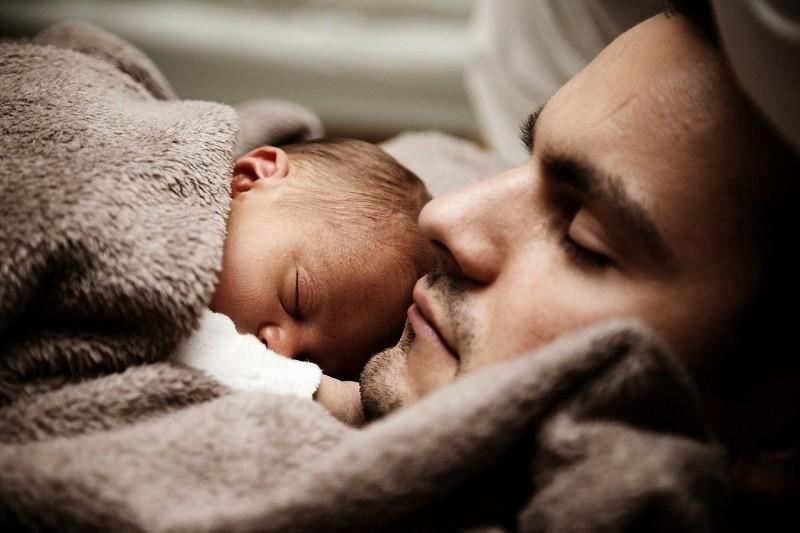 Как оформить отцовство на ребенка вне брака