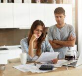 Можно ли купить квартиру с долгами по коммунальным платежам?
