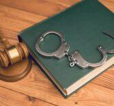 Реабилитация по уголовному делу — суд взыскал расходы на адвоката.